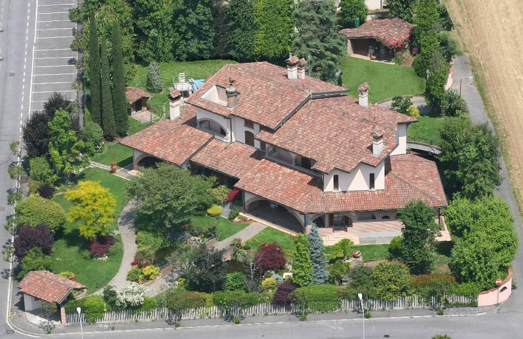 Villa in vendita a Pontirolo Nuovo, 7 locali, Trattative riservate | CambioCasa.it