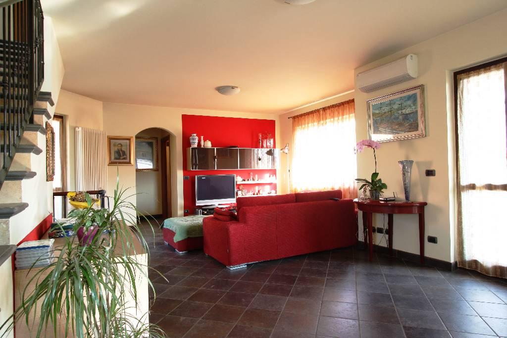 Villa in Vendita a Pontirolo Nuovo