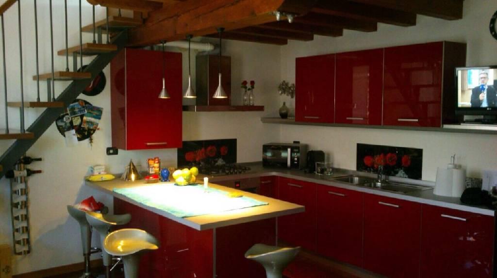 Appartamento in ottime condizioni arredato in vendita Rif. 4759259