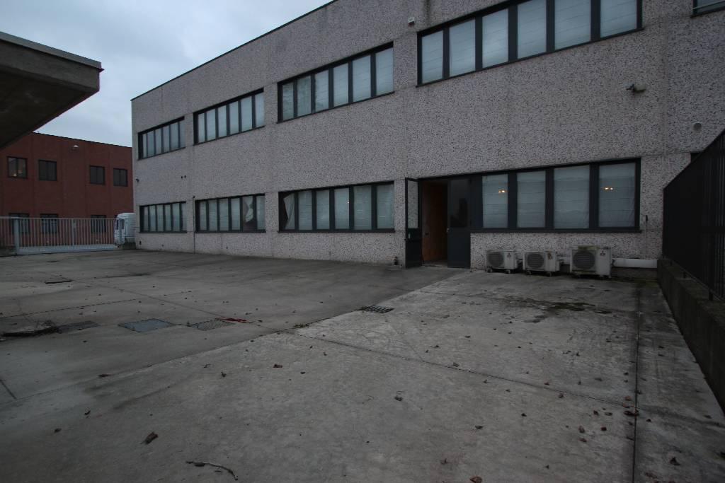 Capannone in vendita a Pioltello, 9999 locali, Trattative riservate | PortaleAgenzieImmobiliari.it