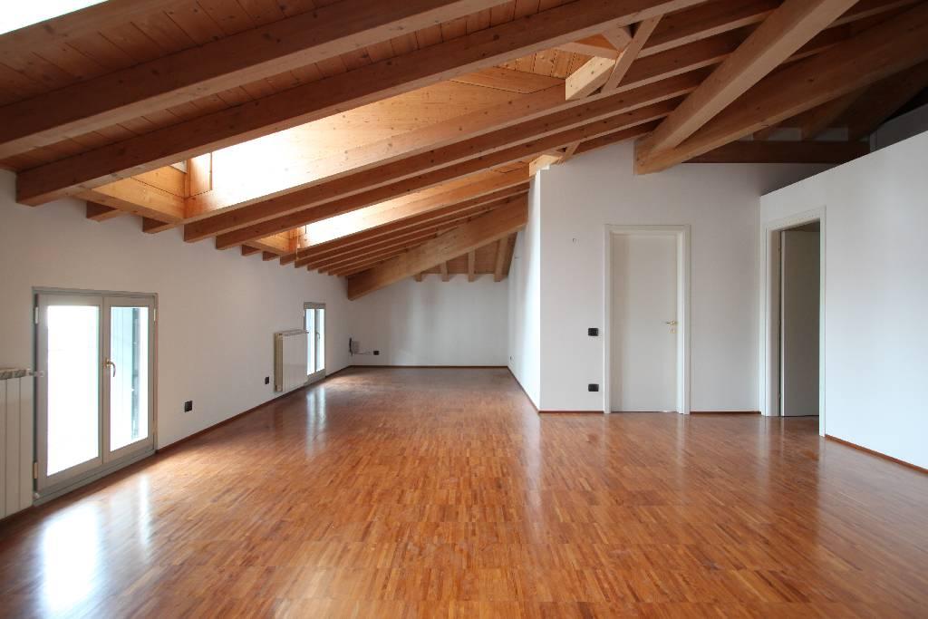 Attico / Mansarda in vendita a Bergamo, 3 locali, zona Località: ZONA PARCO LOCATELLI, prezzo € 340.000 | Cambio Casa.it