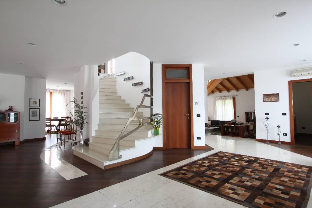 Stabile / Palazzo in ottime condizioni in vendita Rif. 4759388