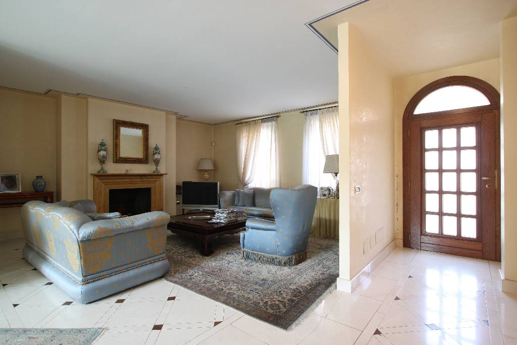 Palazzo / Stabile in vendita a Calvenzano, 10 locali, Trattative riservate | Cambio Casa.it