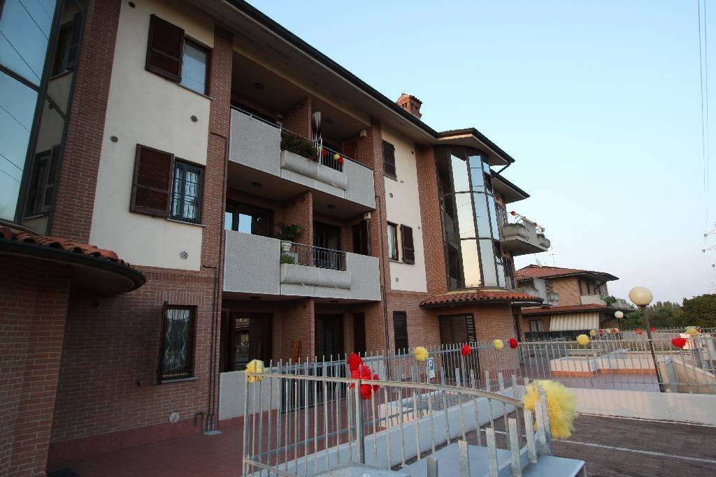 Appartamento in vendita a Pontirolo Nuovo, 3 locali, prezzo € 140.000 | CambioCasa.it