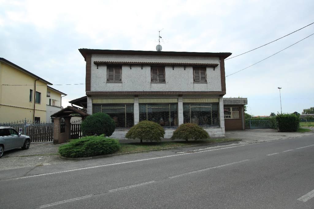 Capannone in vendita a Castel Rozzone, 9999 locali, prezzo € 390.000 | CambioCasa.it