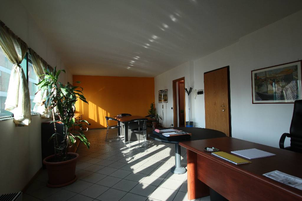 Ufficio / Studio in vendita a Treviglio, 1 locali, prezzo € 115.000 | Cambio Casa.it