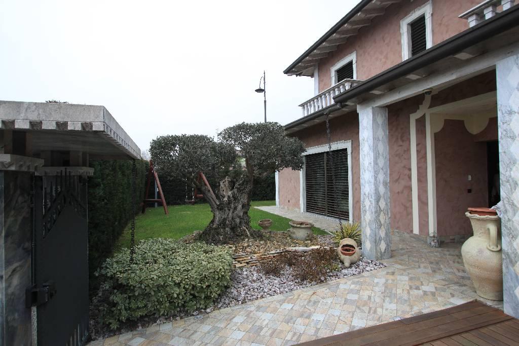 Villa in vendita a Fornovo San Giovanni, 4 locali, Trattative riservate | CambioCasa.it