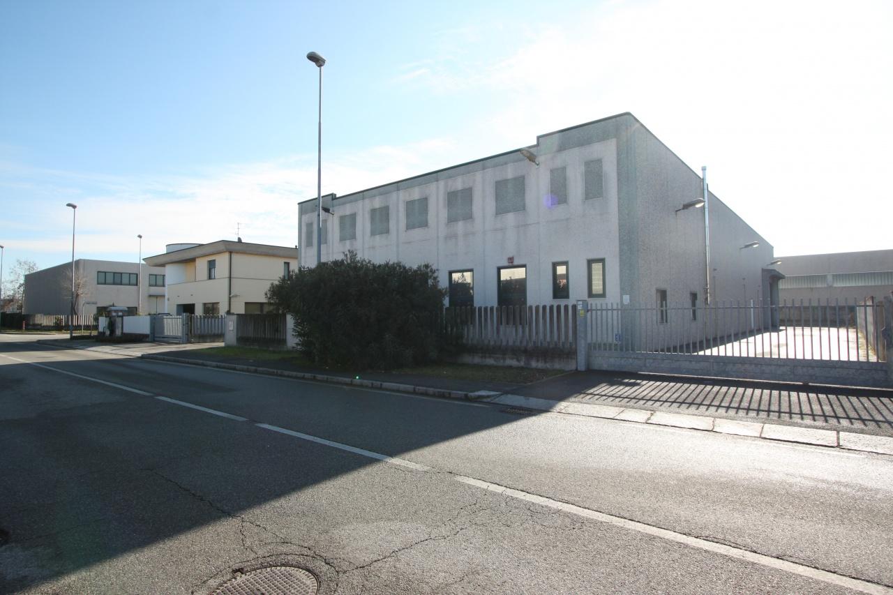 Capannone in affitto a Treviglio, 9999 locali, prezzo € 4.000 | PortaleAgenzieImmobiliari.it