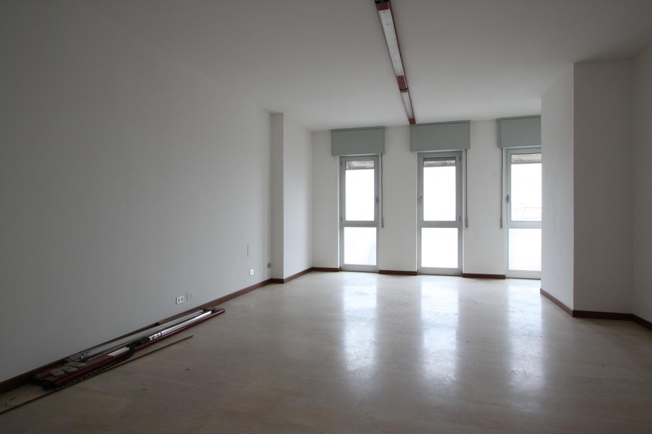 Appartamento in affitto a Treviglio, 4 locali, prezzo € 900   CambioCasa.it