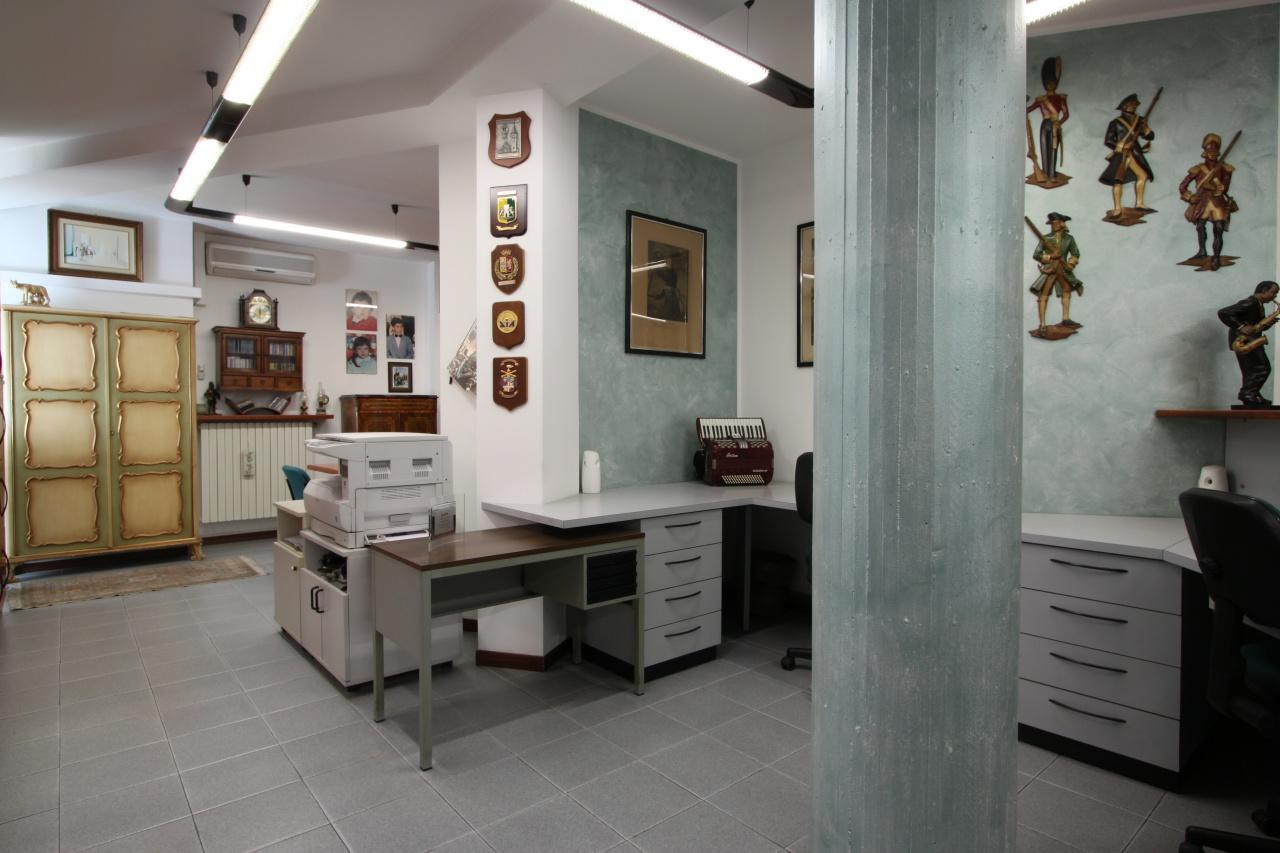 Ufficio in buone condizioni arredato in affitto Rif. 5705925