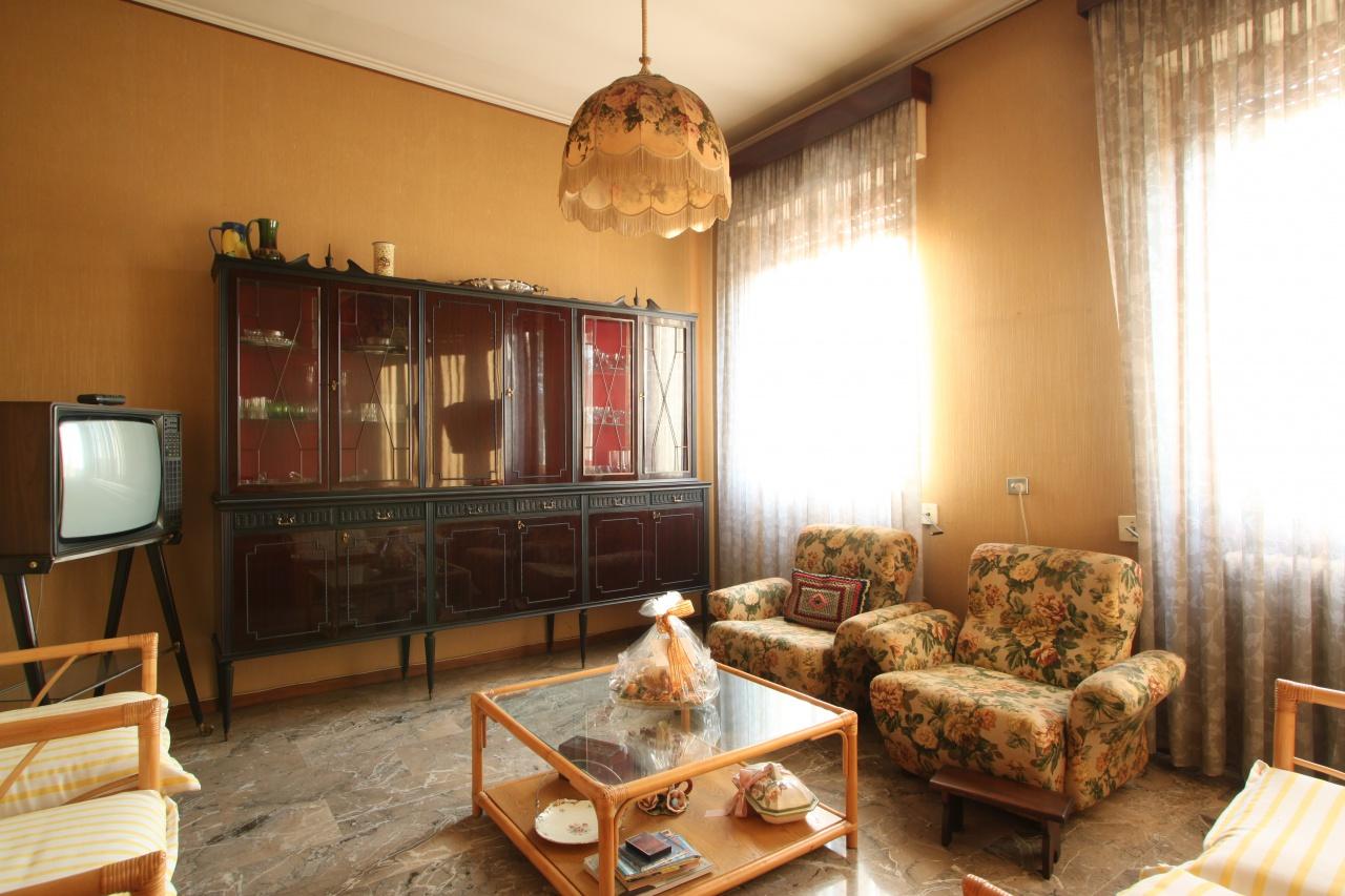 Appartamento in discrete condizioni in vendita Rif. 5845152