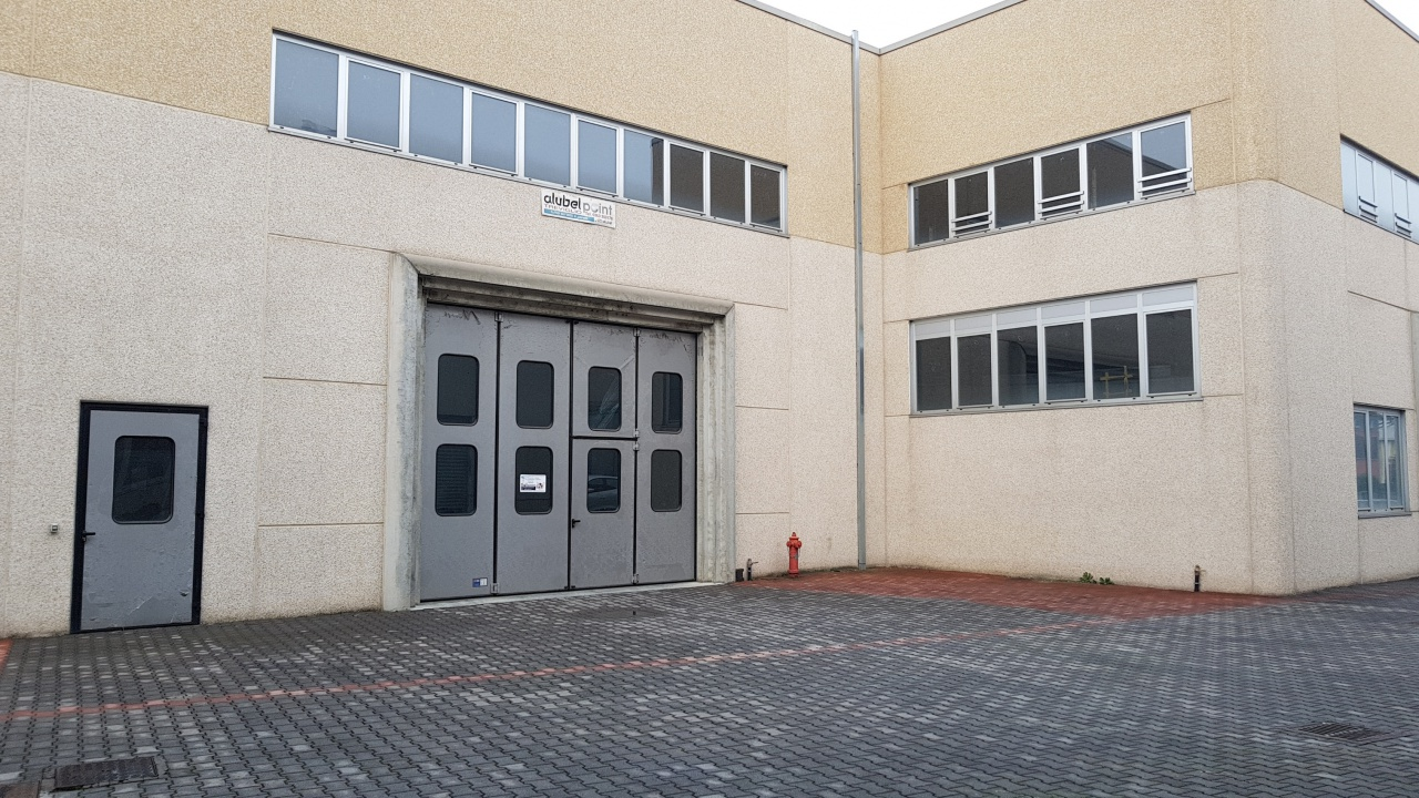 Capannone in affitto a Treviglio, 9999 locali, prezzo € 1.350 | CambioCasa.it