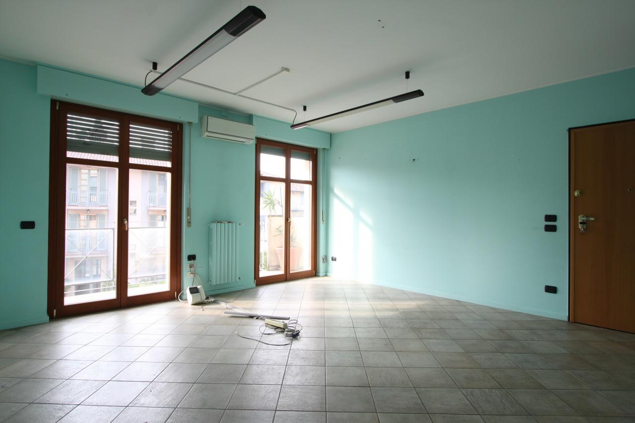 Ufficio / Studio in affitto a Treviglio, 3 locali, prezzo € 650 | CambioCasa.it