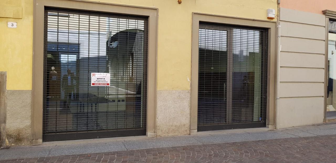 Negozio / Locale in affitto a Treviglio, 3 locali, prezzo € 3.000 | CambioCasa.it
