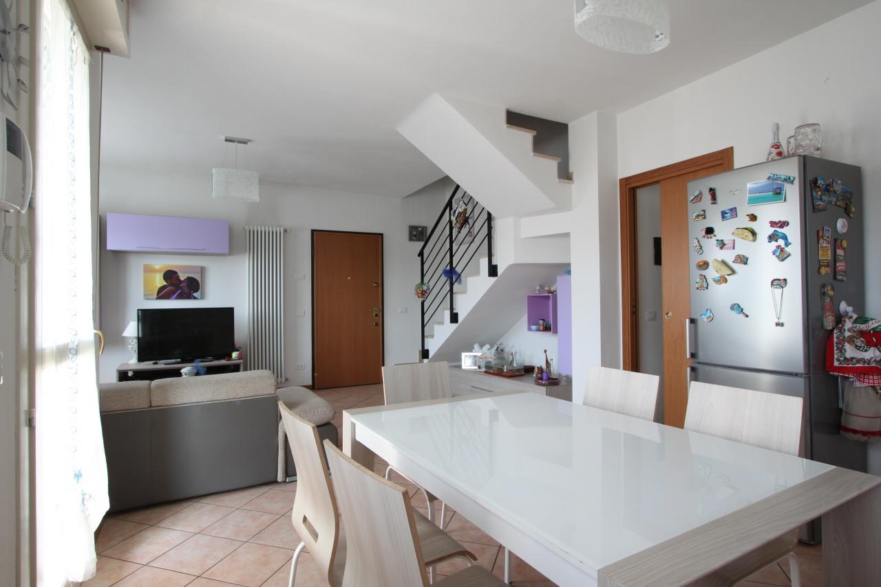 Appartamento in ottime condizioni in vendita Rif. 7289646