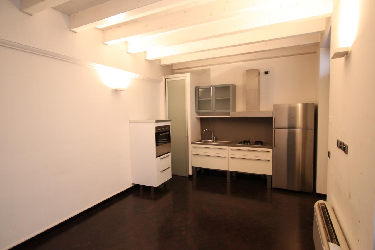 Appartamento in buone condizioni arredato in affitto Rif. 7840195