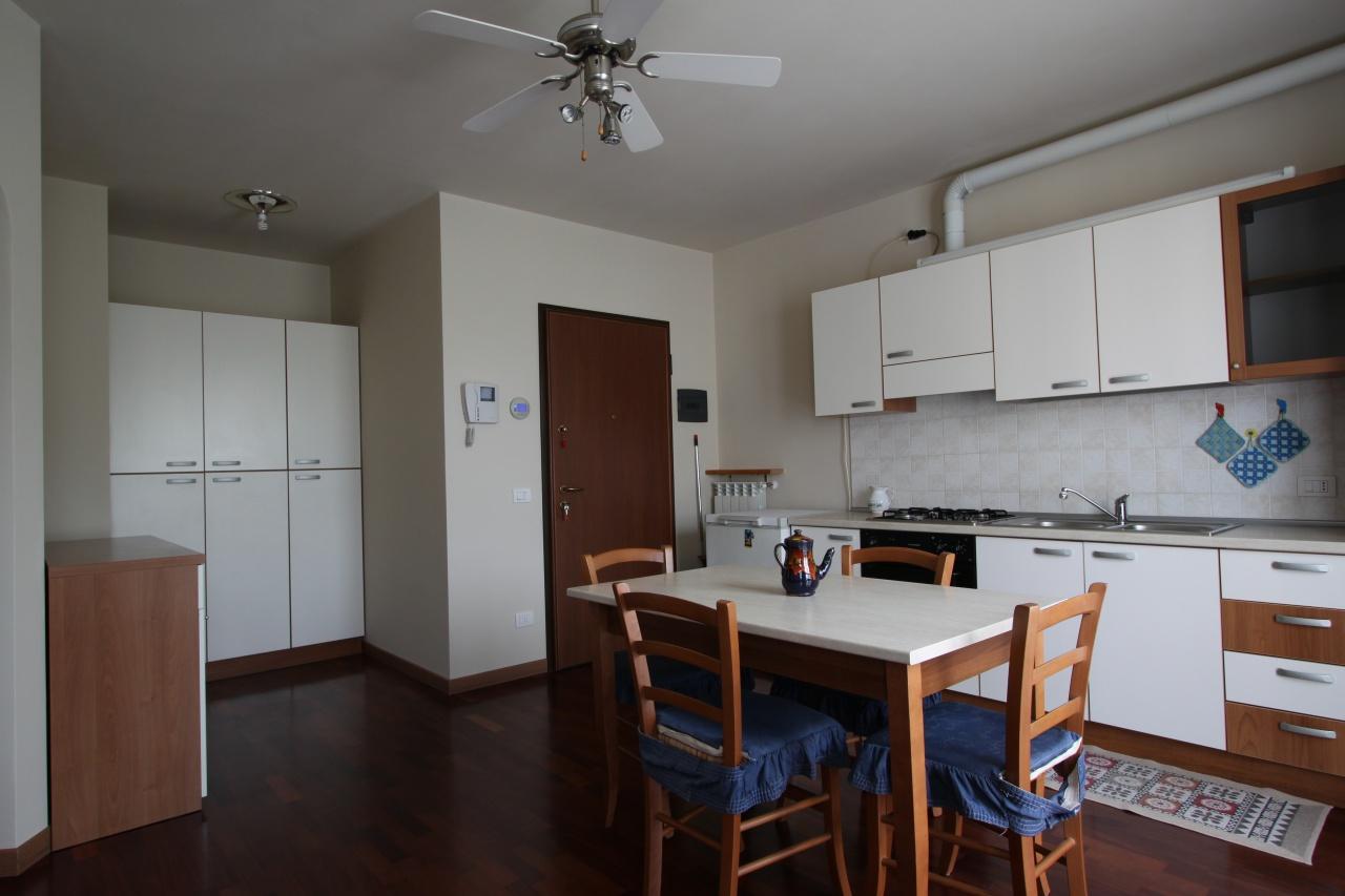 Appartamento in buone condizioni arredato in affitto Rif. 9476293