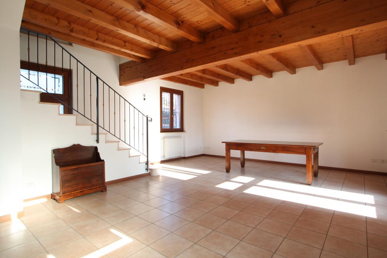 Casa Indipendente ristrutturato in vendita Rif. 9006951