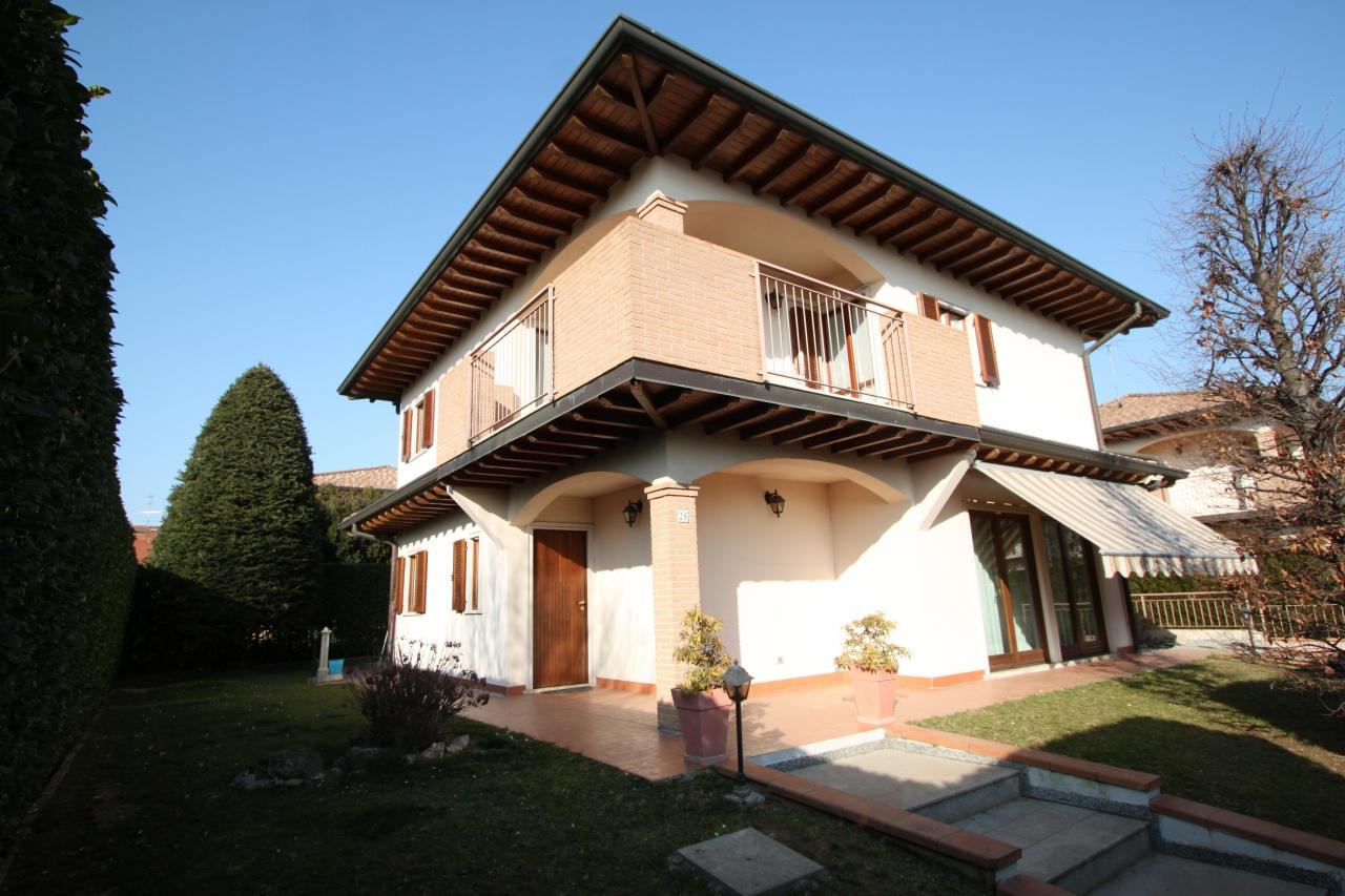 Villa quadrilocale in vendita a Ciserano (BG)
