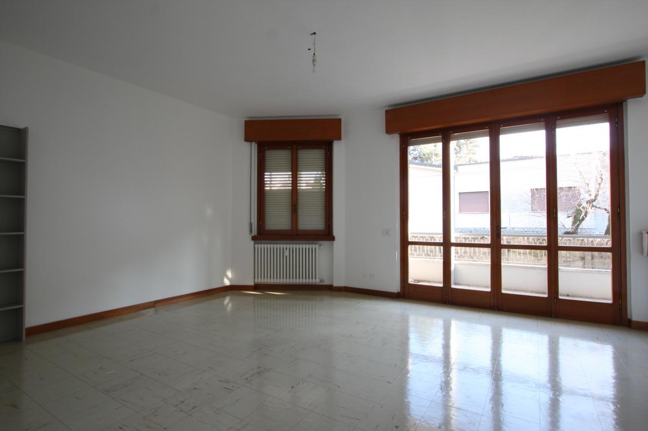 Ufficio in buone condizioni in affitto Rif. 9700559