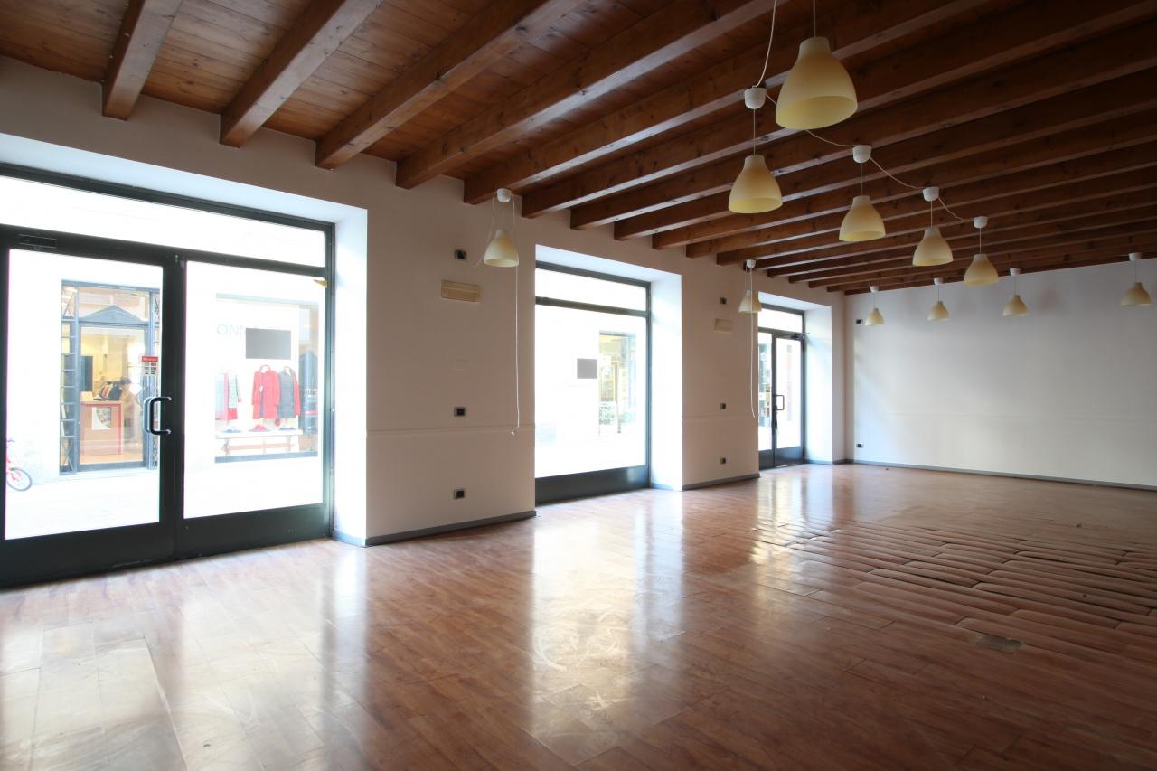 Negozio / Locale in affitto a Treviglio, 1 locali, prezzo € 1.000 | CambioCasa.it