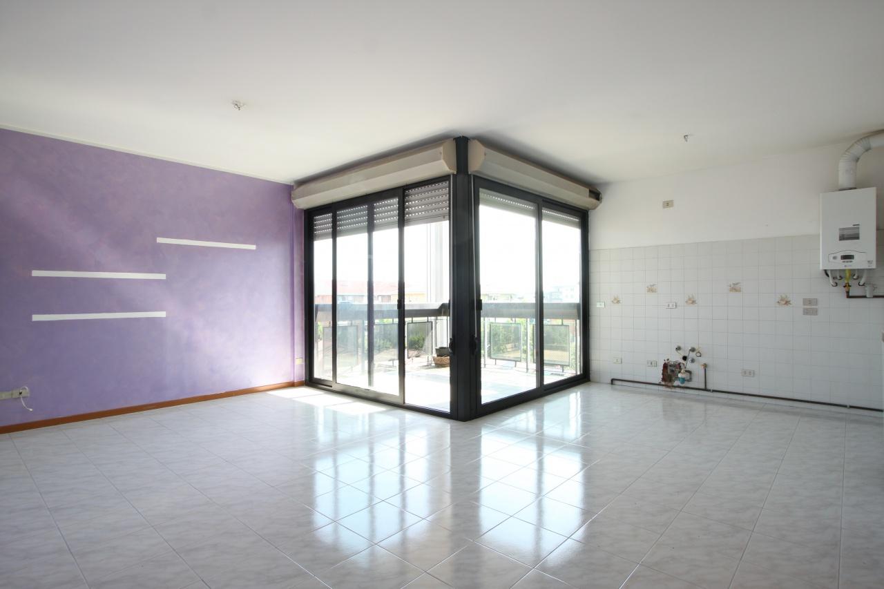 Appartamento da ristrutturare in vendita Rif. 10754535