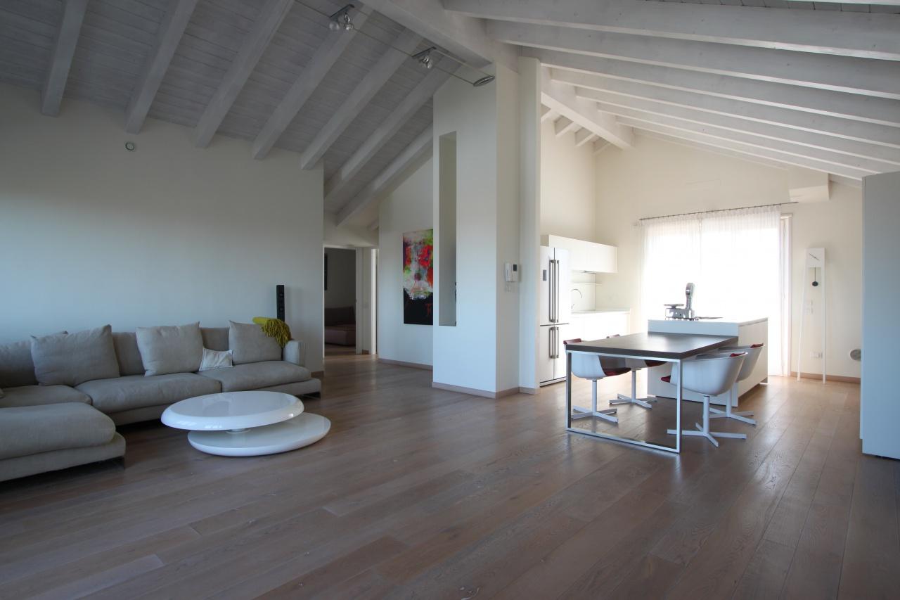 Attico / Mansarda in affitto a Casirate d'Adda, 3 locali, prezzo € 900 | PortaleAgenzieImmobiliari.it