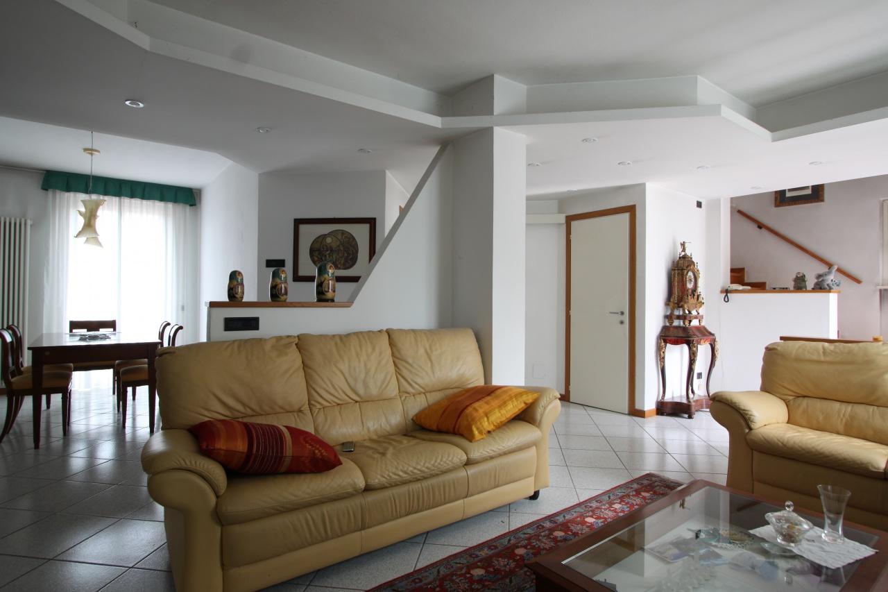 Villetta a schiera in buone condizioni in vendita Rif. 11336347