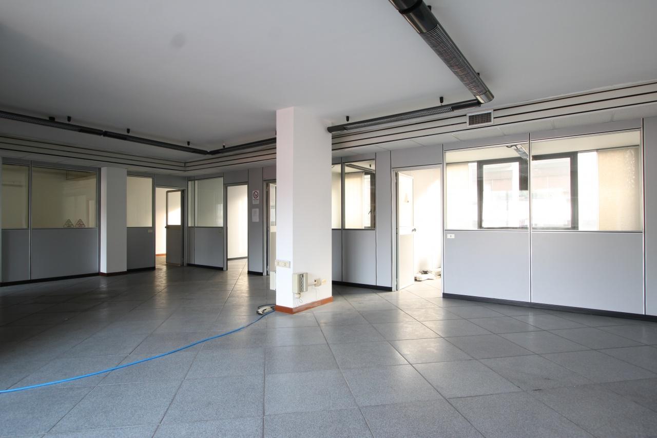 Ufficio / Studio in affitto a Treviglio, 4 locali, prezzo € 850 | CambioCasa.it
