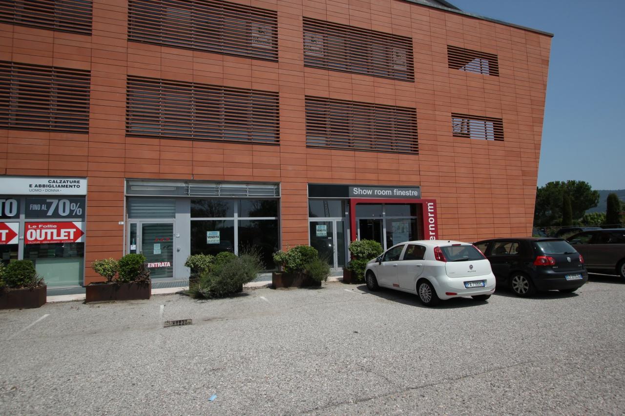 Negozio / Locale in vendita a Affi, 2 locali, prezzo € 300.000 | CambioCasa.it