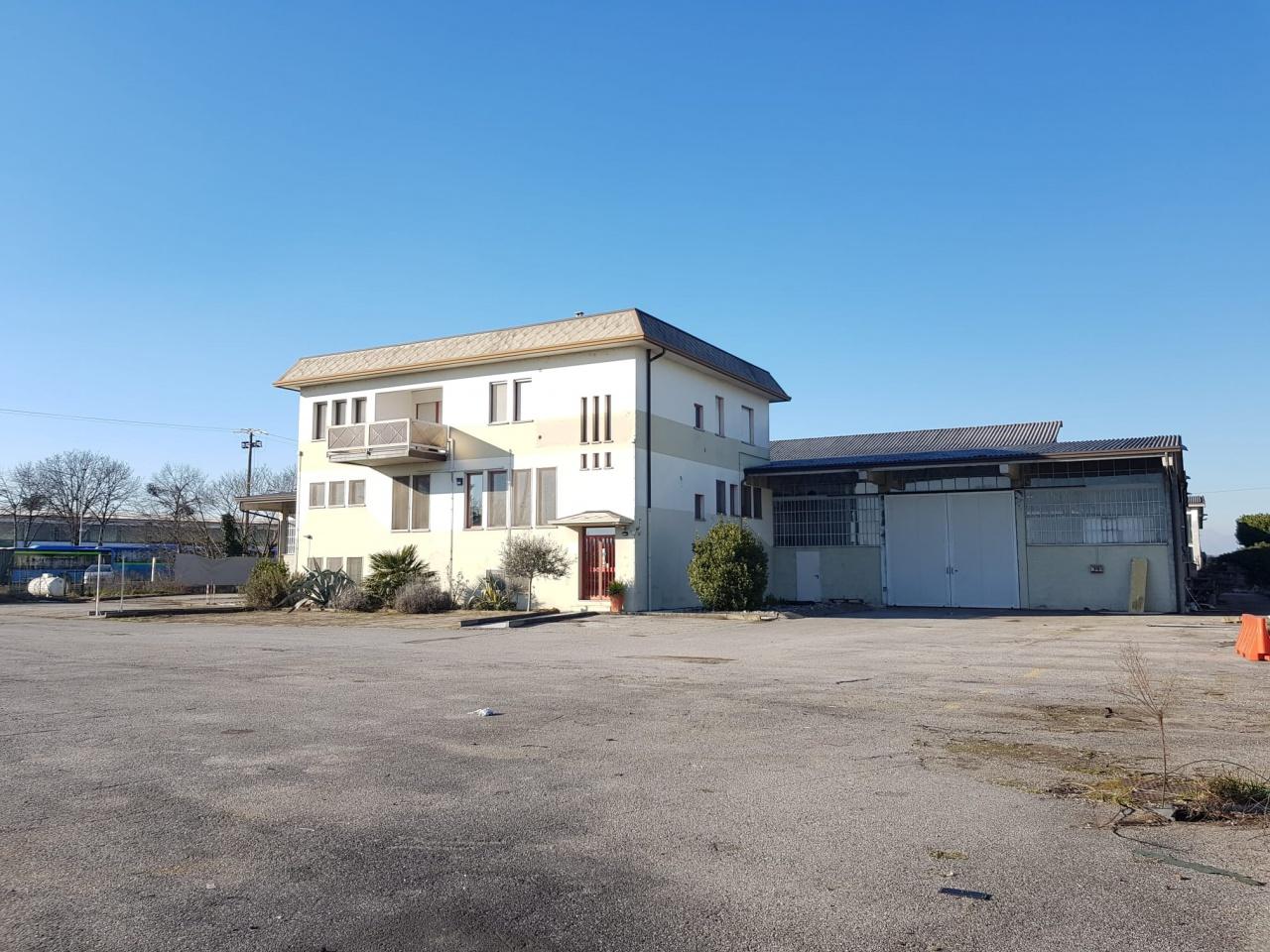 Capannone in affitto a Calvenzano, 5 locali, Trattative riservate | CambioCasa.it