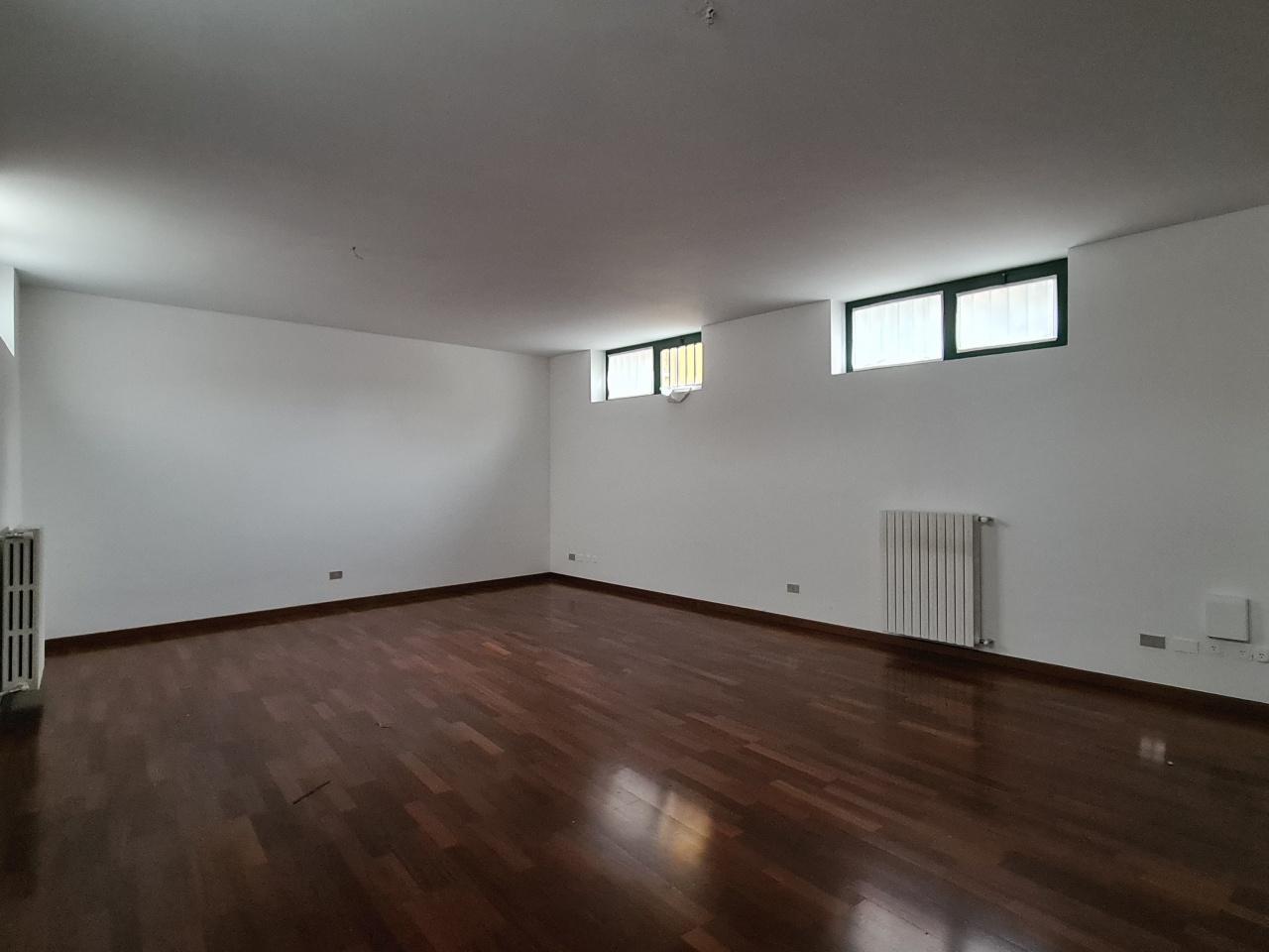 Ufficio / Studio in vendita a Treviglio, 3 locali, prezzo € 90.000 | PortaleAgenzieImmobiliari.it