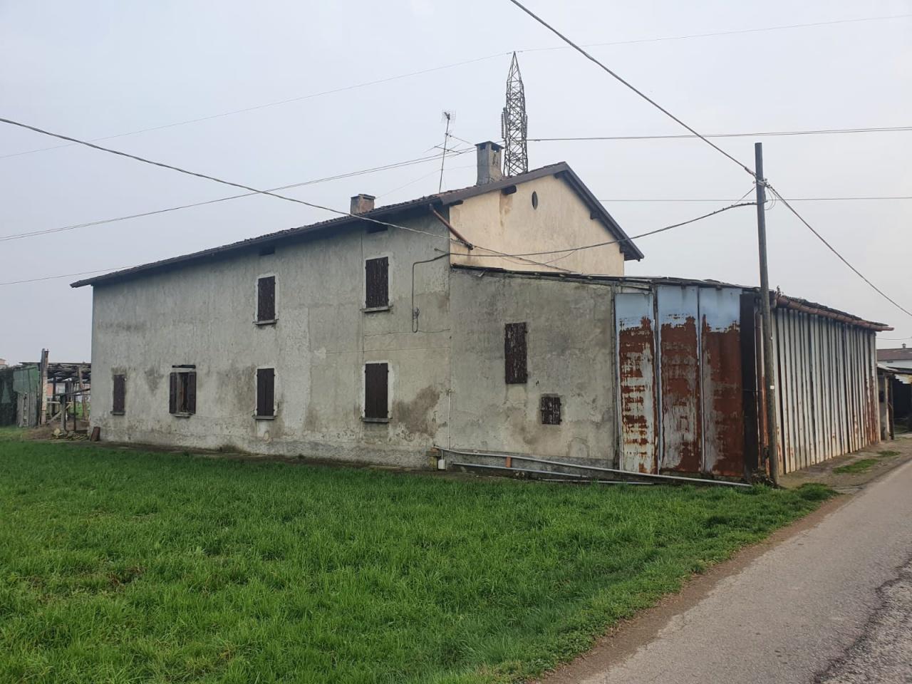 Rustico / Casale in Vendita a Treviglio