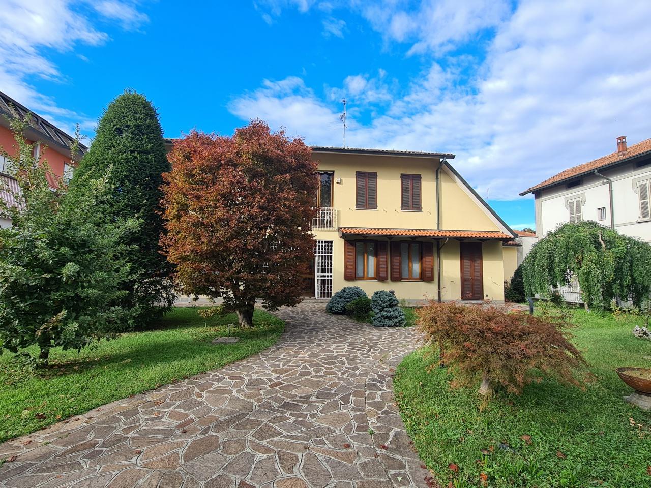 Villa in vendita a Treviglio, 7 locali, prezzo € 480.000   CambioCasa.it