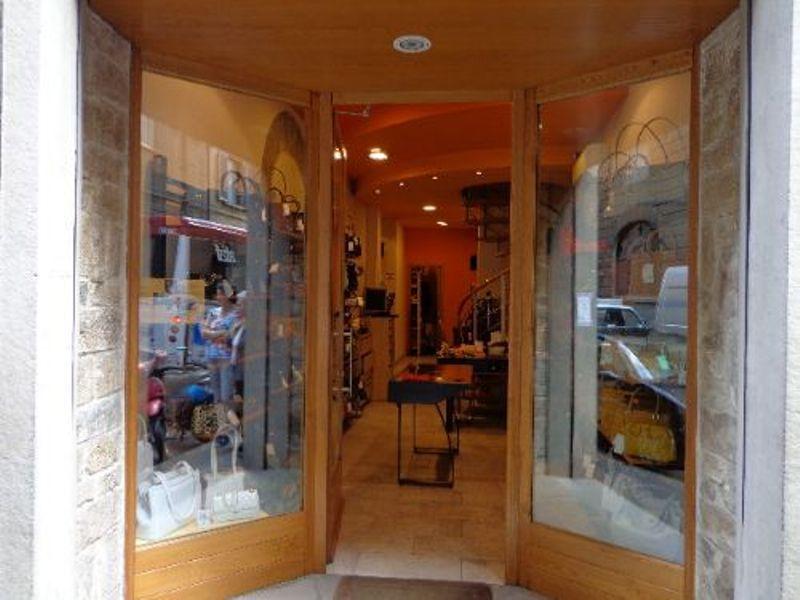 Negozio / Locale in vendita a Firenze, 2 locali, zona Zona: 12 . Duomo, Oltrarno, prezzo € 215.000 | Cambiocasa.it
