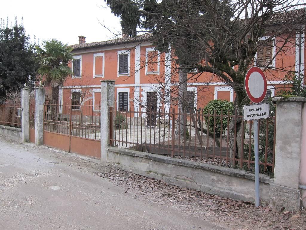 Rustico / Casale in vendita a Cava Manara, 10 locali, prezzo € 150.000 | CambioCasa.it