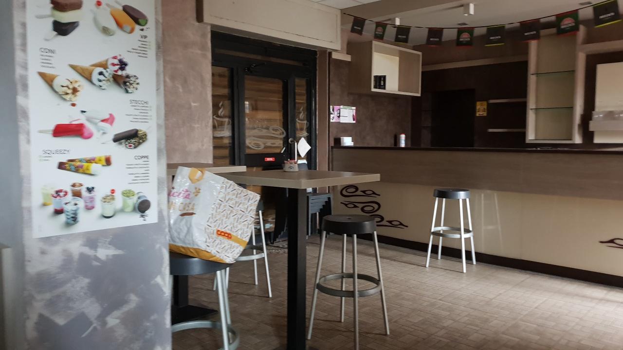 Negozio / Locale in affitto a Pavia, 9999 locali, prezzo € 1.800   CambioCasa.it
