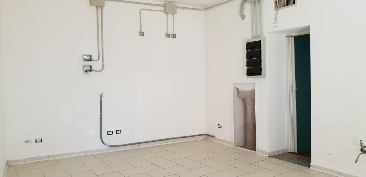 Negozio / Locale in affitto a San Martino Siccomario, 4 locali, prezzo € 700   PortaleAgenzieImmobiliari.it