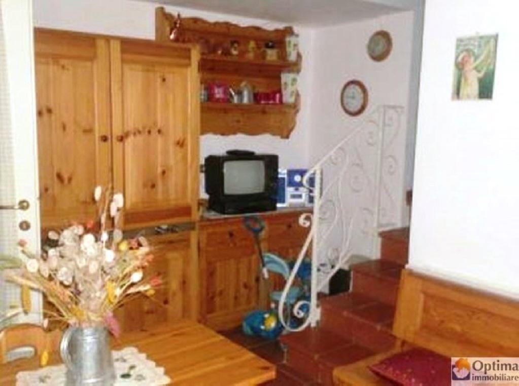 Appartamento in ottime condizioni arredato in vendita Rif. 6062702