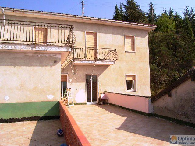 Appartamento in vendita a Cesio, 4 locali, zona Località: LOCALIT? COLLE SAN BARTOLOMEO, prezzo € 150.000 | Cambio Casa.it