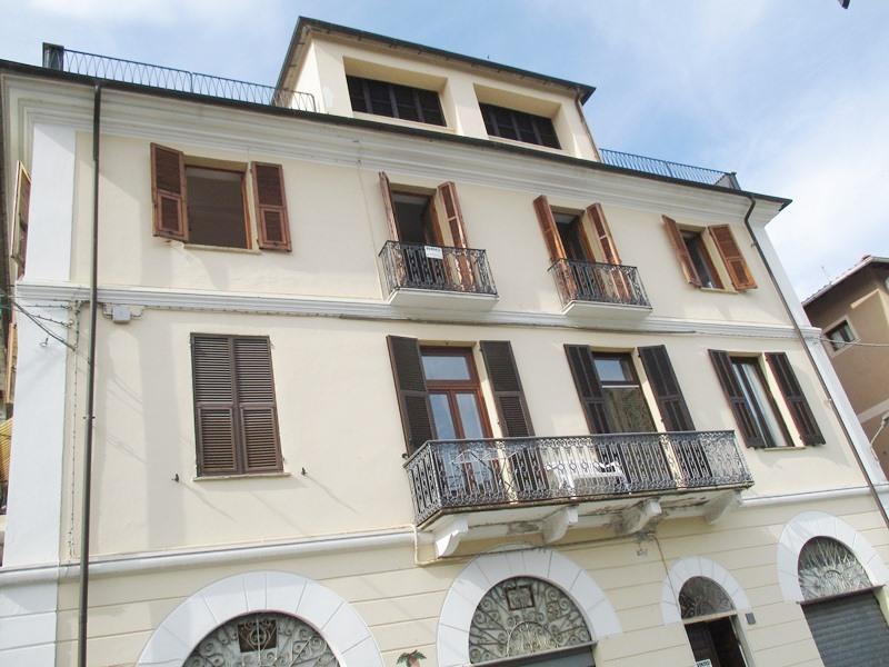 Appartamento in vendita a Rezzo, 2 locali, prezzo € 65.000 | CambioCasa.it