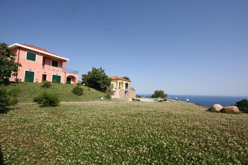 Villa in vendita a Riva Ligure, 9 locali, prezzo € 450.000 | PortaleAgenzieImmobiliari.it