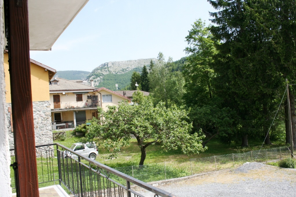 Appartamento in vendita a Pornassio, 3 locali, prezzo € 35.000 | CambioCasa.it