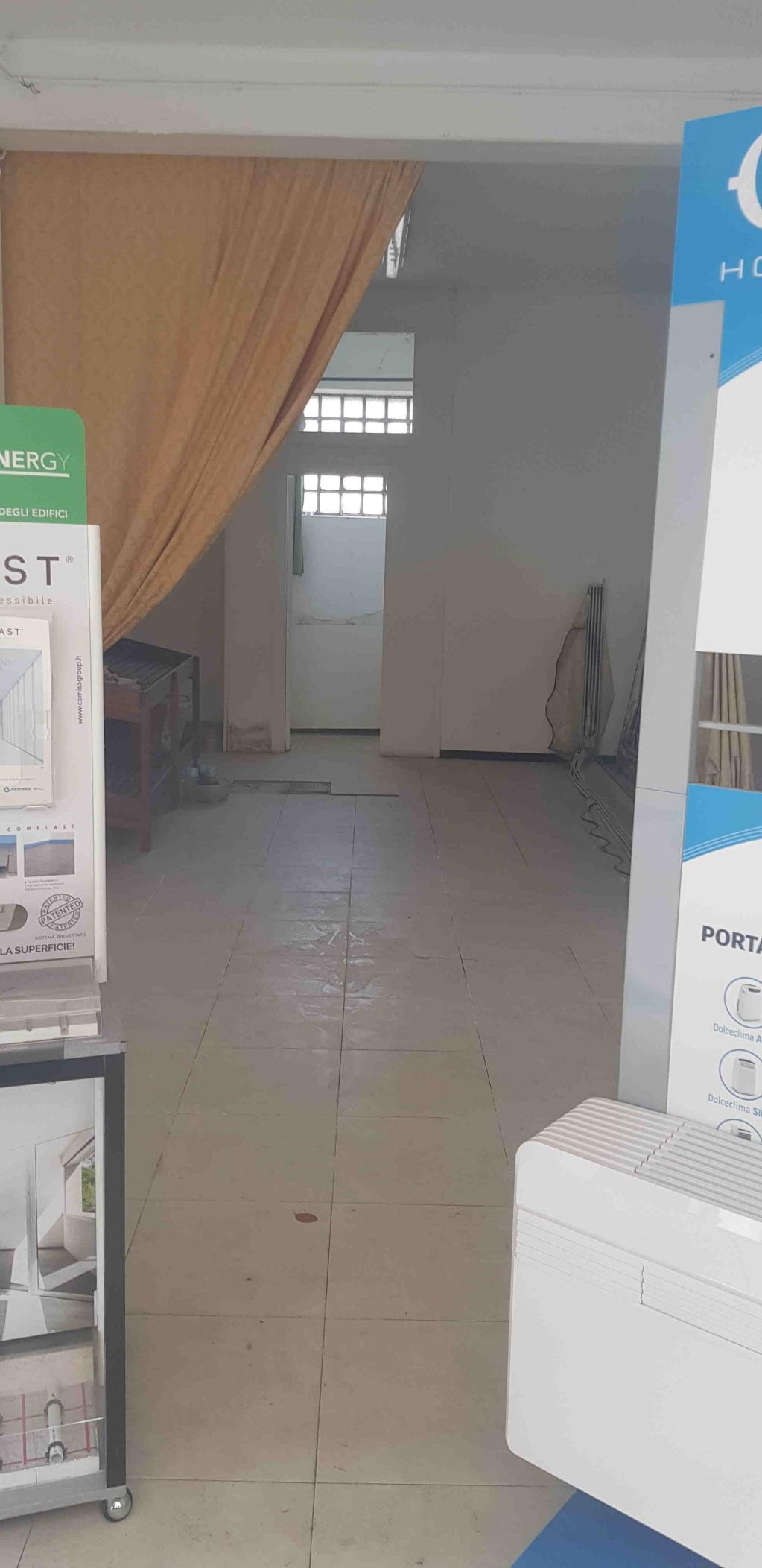 Negozio / Locale in affitto a Imperia, 1 locali, prezzo € 380 | CambioCasa.it