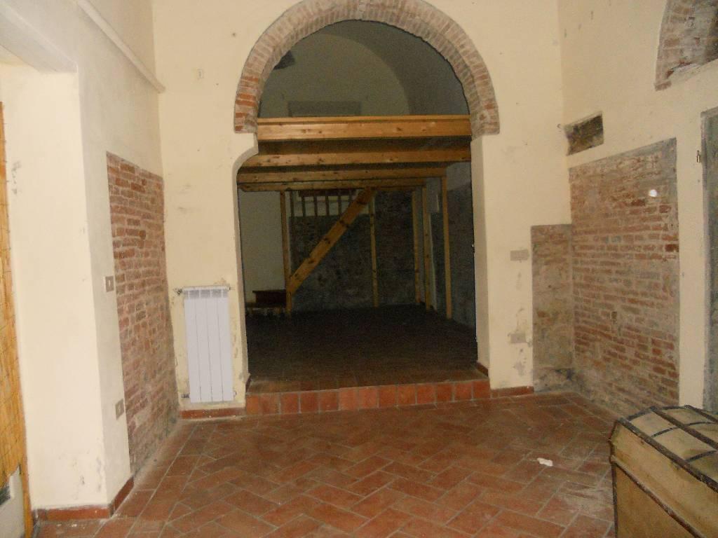 Negozio / Locale in affitto a Pisa, 2 locali, zona Località: S. MARTINO, prezzo € 650 | Cambio Casa.it