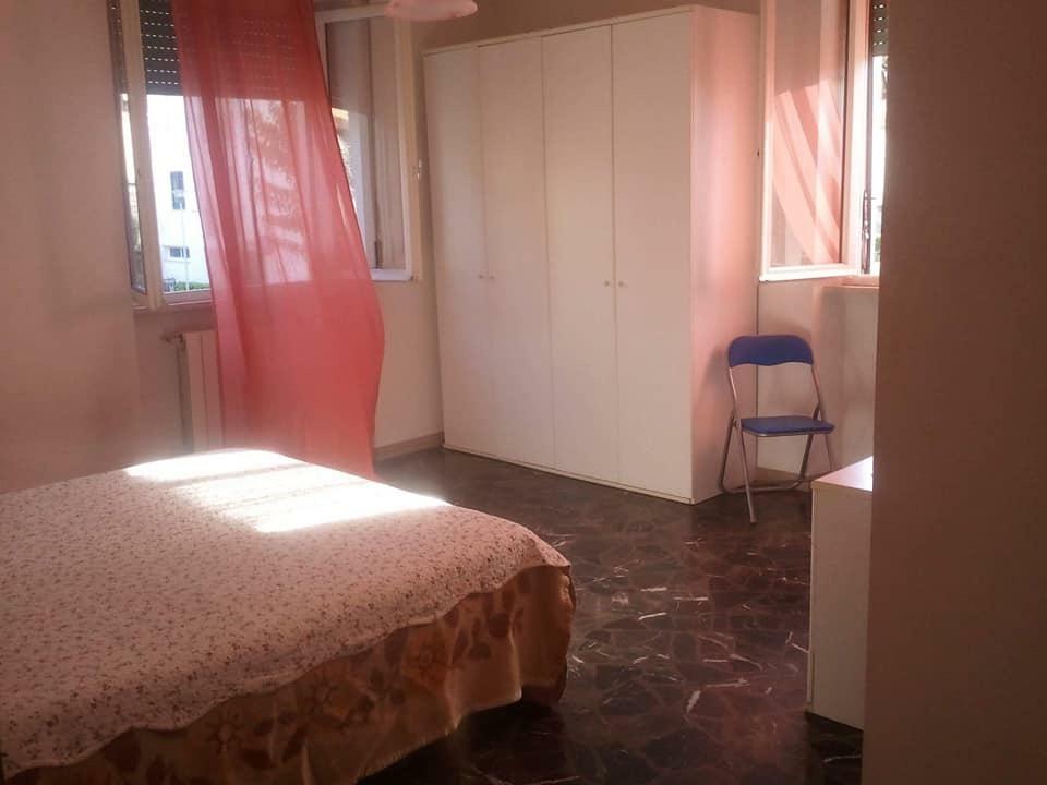 Stanza / posto letto in buone condizioni arredato in affitto Rif. 7525696