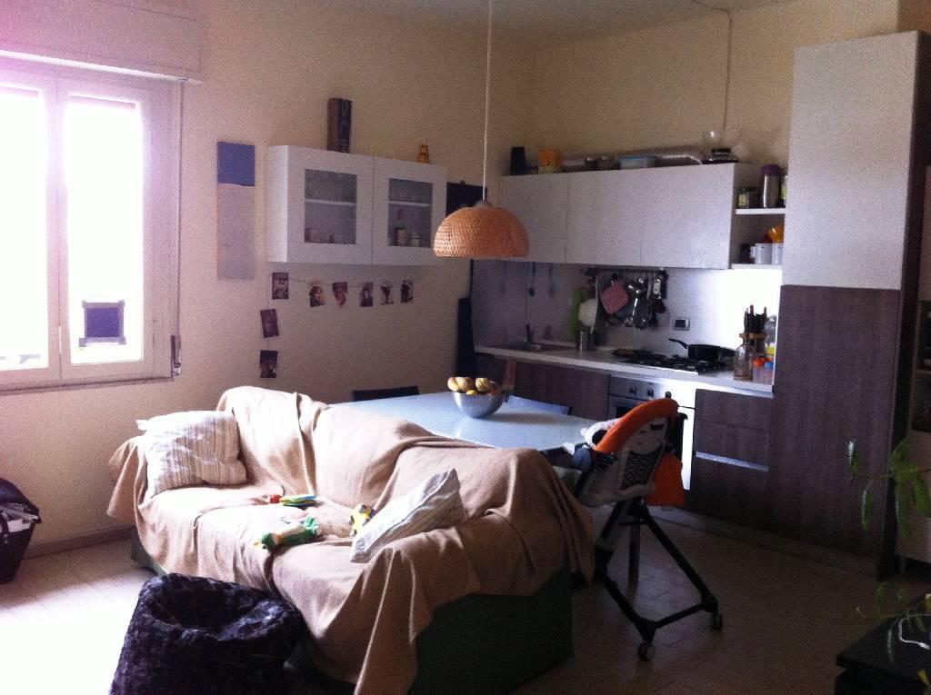Stanza / posto letto ristrutturato arredato in affitto Rif. 9700564