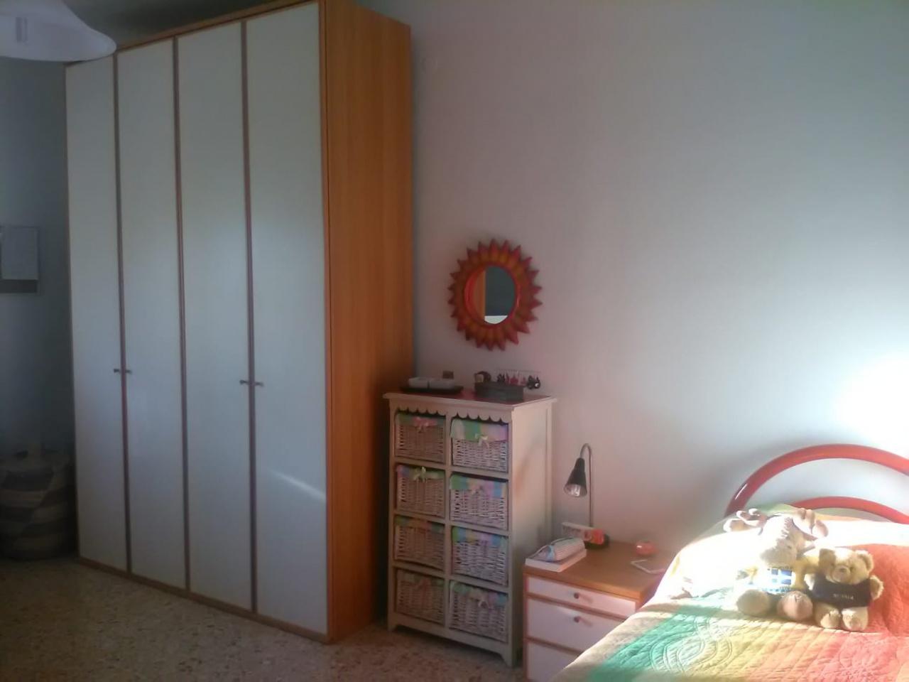 Stanza / posto letto in buone condizioni arredato in affitto Rif. 8945011