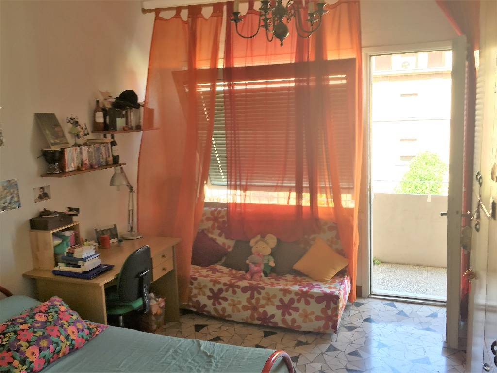 Stanza / posto letto in buone condizioni arredato in affitto Rif. 9429225