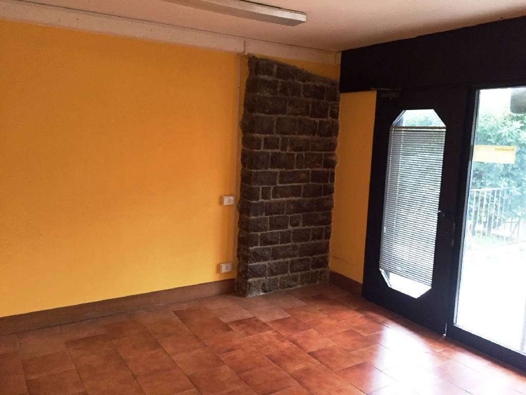 Negozio / Locale in affitto a Pisa, 2 locali, zona Località: SAN MARCO, prezzo € 750 | Cambio Casa.it